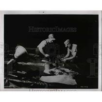 1962 Press Photo Harry Weigand Working on Navy Plane - nea67882