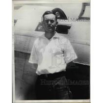 1937 Press Photo Walter Harvey, 1st to reach Russian fliers after world record