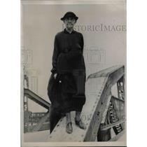 1939 Press Photo Mrs. Corrilda Davis Takes Annual Walk Across Girder of Bridge