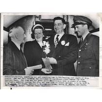 1952 Press Photo Grover Heintz Marries Bernice Brindamour on Airplane