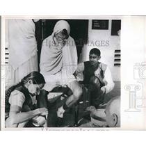 1952 Press Photo Acharya Vinoba Bhave Mahadevah Tai Indian Hospital