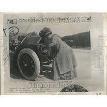 1934 Press Photo Motorist Women Classic Automobile - RRT11503