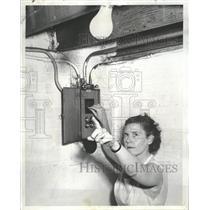 1954 Press Photo Charles Peck Wabash Electricity - RRT84935