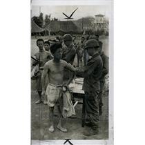 1950 Press Photo Korean Revolt Prisoner Receive Vaccine - RRT35201