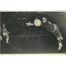 1966 Press Photo Maroon Len Bertolini  Eagles  Binkowsk