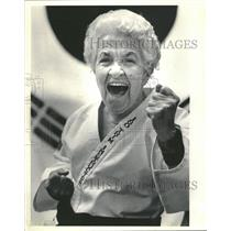 1986 Press Photo Lucille Thompson,90 yr old black belt - RRT91633