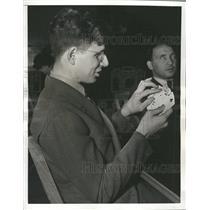 1938 Press Photo Blindness Condition Problem BridgeCard - RRT76561