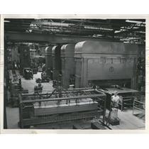 1952 Press Photo Hotpoint range plant Chicago
