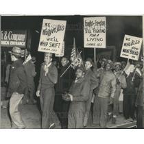 1946 Press Photo Uniformed ex-servicemen , joined stike
