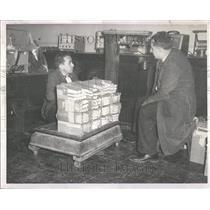 1958 Press Photo Uranium Slags Weighed Vaparalso Univ