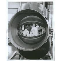 1975 Press Photo Technician Repair Jet Aircraft United - RRT03539