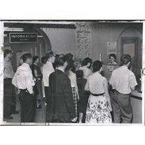 1959 Press Photo Michigan Payless Paydays Money Trouble