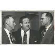 1954 Press Photo Radio newsman Alex Dreier visits