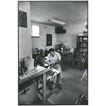 1980 Press Photo Jose Gonzales Jewelry Maker