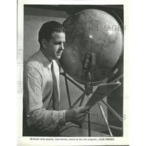 1960 Press Photo Alex Dreier News Reporter