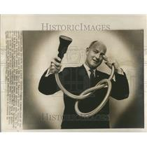 1963 Press Photo Eugene Edmonds Camera