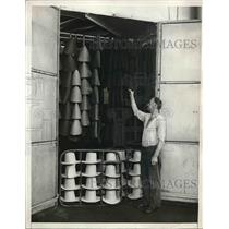 1931 Press Photo Hundreds of Eugenie hats partl Finished