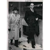 1940 Press Photo Perry Hodgden Civil Aeronautics Investigator With Pilot