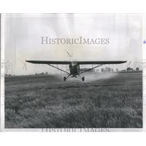 1958 Press Photo Vermilion County Farmer Sprays Worms - RRS87763