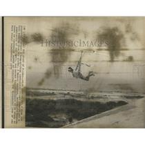 1975 Press Photo Hand gliding - RRS28451
