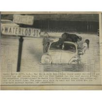 1926 Press Photo Glub Bug Young Women Car Road Rapid - RRS04431
