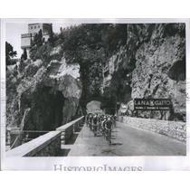 1951 Press Photo Wheeling Mountainside Cyclists - RRS23095