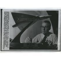 1973 Press Photo Ernest Fitzgerald Pentagon Cost Plane - RRS83655