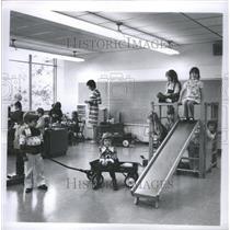 1972 Press Photo Kindergarten Mrs. Joan Ruhr - RRS46383