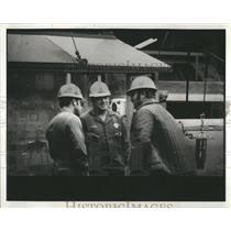 1981 Press Photo Foreman Joe Stevens Drilling