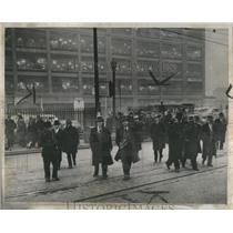 1944 Press Photo Dodge Foreman Leavingthe Plant Strike - RRS26453