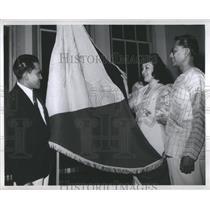 1946 Press Photo Philippines Flag Display Baebins Bibat - RRS83601