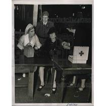 1939 Press Photo Red Cross Emergency Station Mrs Don Steele & Mrs Lawrence Paul