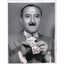 1956 Press Photo Paul Duke, Razor Blade Magic Trick