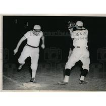 1937 Press Photo Danny Lipinski of Briggs vs Bill Robinson Saparda