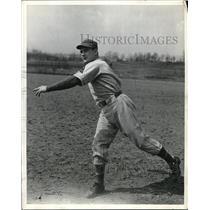 1942 Press Photo Baltimore Oriole pitcher, Earl Springer