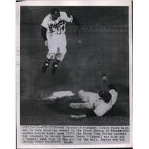 1954 Press Photo Pittsburgh Pirates First Baseman Rob Skinner Stealing 2nd Base