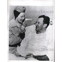 1947 Press Photo Pitcher Freddie Schmidt with his wife