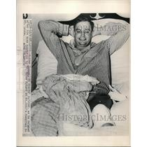 1948 Press Photo Walker Cooper, catcher, after his knee operation at St. John's