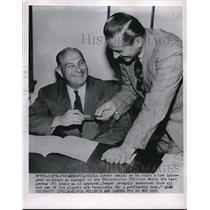 1951 Press Photo Eddie Sawyer Signing Contract Manager of Philadelphia Phillies