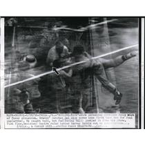 1956 Press Photo Braves Catcher Del Rice Dives Into First Base Box For Foul Ball