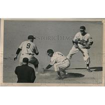 1950 Press Photo Wes Westrum Giants Safe At 2nd Roberto Avila Indians MLB Game