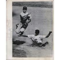 1949 Press Photo Nats Ed Stewart out at 2nd vs Yankees Jerry Coleman - nes02715