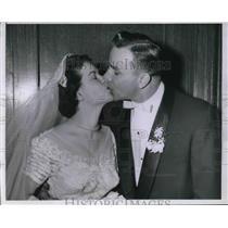 1955 Press Photo Vic Janowicz 3rd Baseman MLB Pittsburgh Pirates Bride Marianne