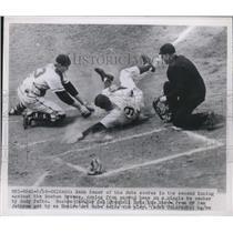 1950 Press Photo Cubs Hank Sauer Safe At 2nd Past Braves Del Grandall