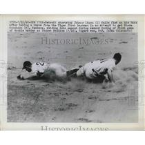 1948 Press Photo Detroit SS Johnny Lipon Falls Taking Throw & Tagging