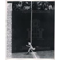 1950 Press Photo NY Giants' Whitney Lockman Makes Great Catch vs, St. Louis