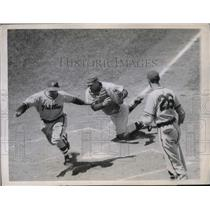 1947 Press Photo Philly Andy Saminick safe at home vs Cubs Clyde McCullough