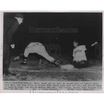 1954 Press Photo Pirates Jerry Lynch out at 1st vs Braves Joe Adcock - nes01835