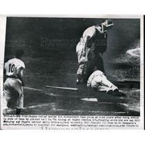 1950 Press Photo Yankees Bob Porter and Umpire Bill McKinley - nes00439