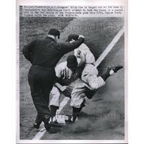 1951 Press Photo Dodgers Billy Cox Cincinnati's roy McMillan Reds game Dusty